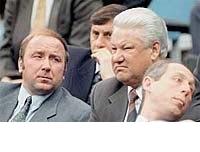 Коржаков и Барсуков (сидит за Ельциным)